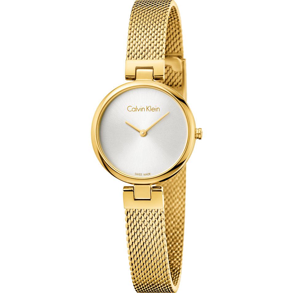 Одну и ту же модель часов можно надеть как под вечернее платье, так и под деловой костюм.